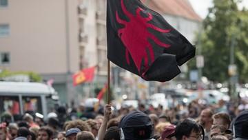 19-08-2017 19:11 Marsz neonazistów w 30. rocznicę śmierci Rudolfa Hessa