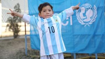 25-02-2016 14:55 Messi wysłał dwie koszulki 5-letniemu Afgańczykowi