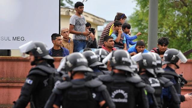 Węgry: starcia w obozie dla imigrantów