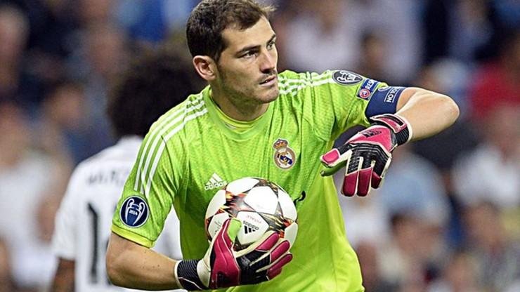 Ostre słowa rodziców Casillasa: Powinien odejść do Barcelony. Perez źle go traktował