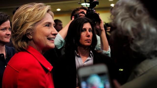 Ponowne żądanie śledztwa w sprawie maili Clinton
