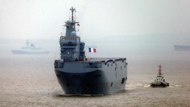 Francja sprzeda Mistrale Egiptowi - niedoszłe okręty Putina wspomogą walkę z islamistami