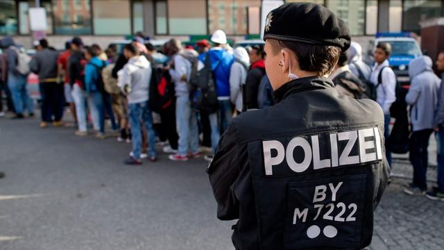 20 tysięcy uchodźców przyjechało w weekend do Niemiec