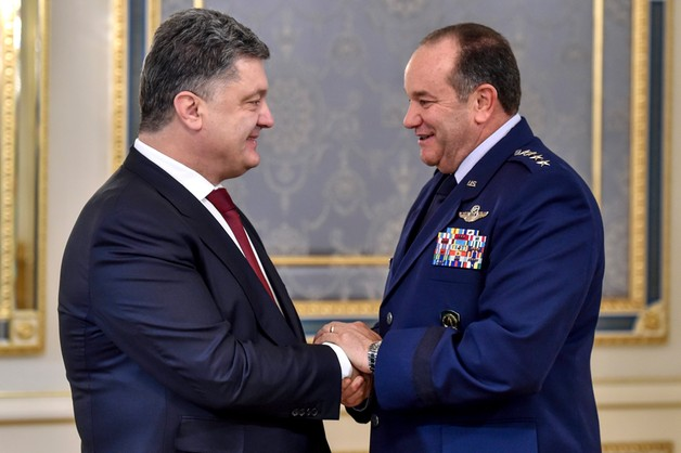 Dowódca sił NATO w Europie: niepokojąca militaryzacja Krymu