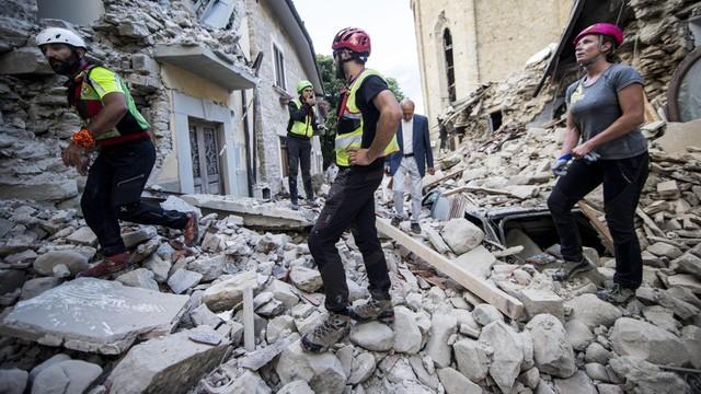 Włochy: co najmniej 120 ofiar śmiertelnych trzęsienia ziemi