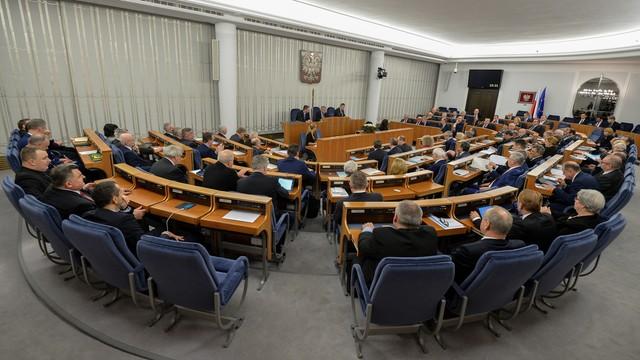 Senat przyjął ustawę o TK - z poprawkami