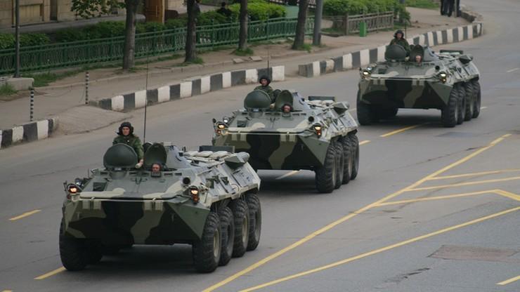 Rosja przemieszcza dwie brygady w pobliże granicy z Ukrainą