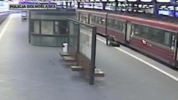 Zemdlała w pociągu. Pasażerce pomógł policjant. Akurat jechał do pracy