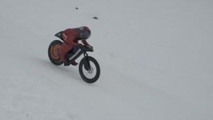 227 km/h po śniegu. Szalony Francuz znów pobił rekord!