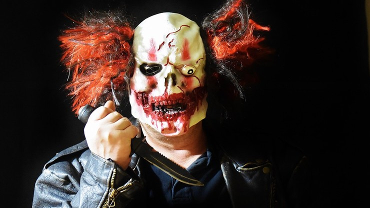 Atak klauna w Czechach. Ciężko pobił kierowcę na rondzie