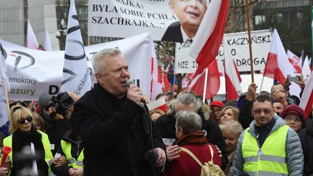 Warszawska manifestacja KOD rozwiązana po alarmie bombowym