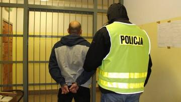 13-04-2017 15:07 Policja zatrzymała 13 osób podejrzanych o handel ludźmi