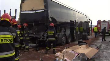 12-02-2017 11:00 Groźny wypadek autokaru amerykańskich muzyków pod Radomskiem. Są ranni