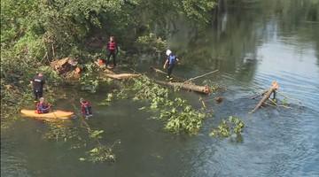15-08-2017 17:53 Wojsko oczyszcza Brdę po nawałnicach. Woda może zalać Rytel. Na miejscu premier i ministrowie