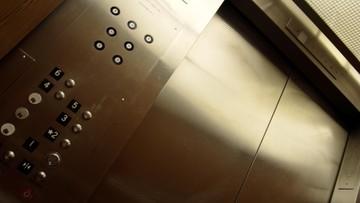 Utknęła w windzie bez prądu. Po miesiącu znaleziono jej ciało