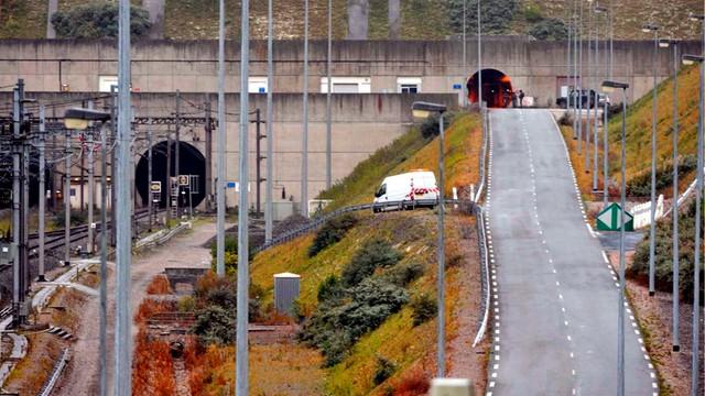 Pracownicy portu w Calais zablokowali Eurotunel