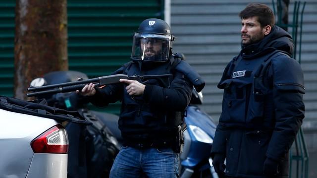 Paryż: islamista zaatakował posterunek policji w rocznicę zamachu na Charlie Hebdo