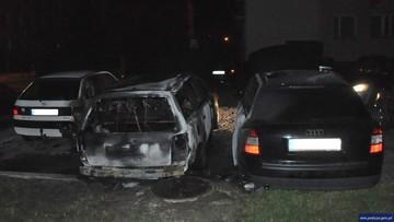 10-08-2016 12:17 Wlewali paliwo i świecili zapalniczką. Spłonęły trzy auta