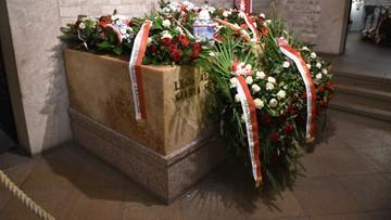 14-11-2016 07:06 Dziś ekshumacja pary prezydenckiej – Lecha i Marii Kaczyńskich. Pierwsza z 83 zaplanowanych
