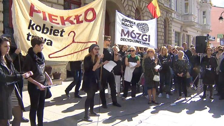 """""""Moje ciało! Moja Decyzja"""". Czarny Protest w największych polskich miastach"""