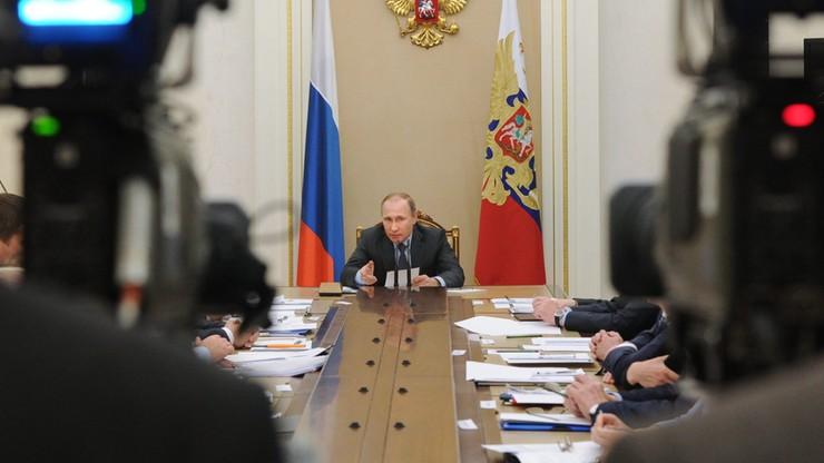"""Kreml odrzuca oskarżenia o korupcję Putina. """"Próba wpłynięcia na wybory"""""""