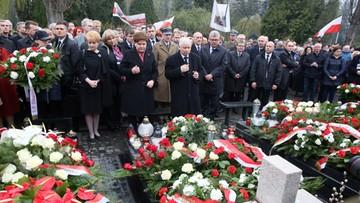 Szydło i Kaczyński oddają hołd ofiarom katastrofy smoleńskiej
