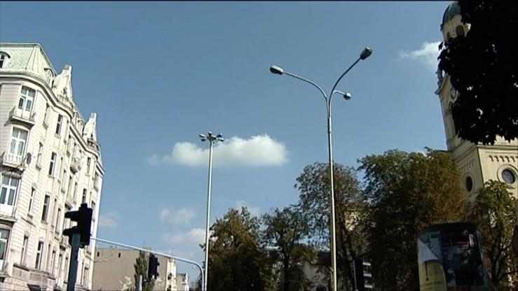 PGE Dystrybucja chce od gmin opłaty za dzierżawę słupów oświetleniowych. Ministerstwo zapowiada przepisy porządkujące opłaty za oświetlanie ulic