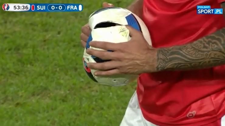 O Beau Jeu! Piłka zdewastowana przez Behramiego (WIDEO)