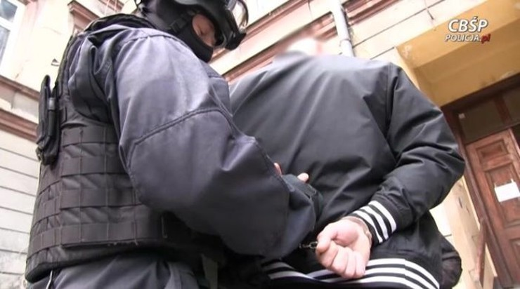 Namówili ofiarę, by wpłaciła 5 mln euro na walkę z terroryzmem