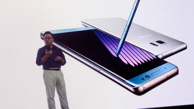 Samsung wycofuje ze sprzedaży flagowe smartfony - zapalały się podczas ładowania