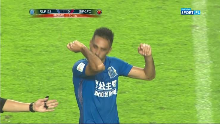 Fatalny kiks bramkarza w chińskiej lidze!
