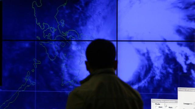 Filipiny: Tysiące ewakuowanych przed tajfunem Melor