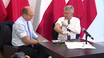 2017-09-20 Minister zaszczepił marszałka, marszałek ministra. Tak politycy zachęcają Polaków do szczepień