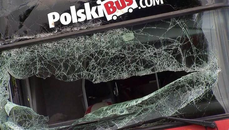 Na chwilę odwrócił się do pasażerki. Kierowca Polskiego Busa usłyszał zarzut ws. wypadku, w którym rannych zostało 38 osób