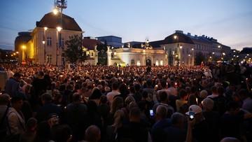 19-07-2017 05:31 Protesty przeciw reformom sądownictwa. Tłumy przed Pałacem Prezydenckim i Sejmem