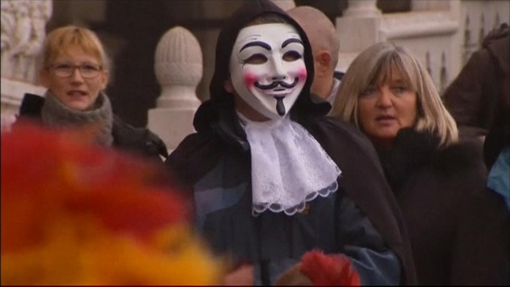 Wenecja: strażnicy miejscy w karnawałowych maskach polują na kieszonkowców