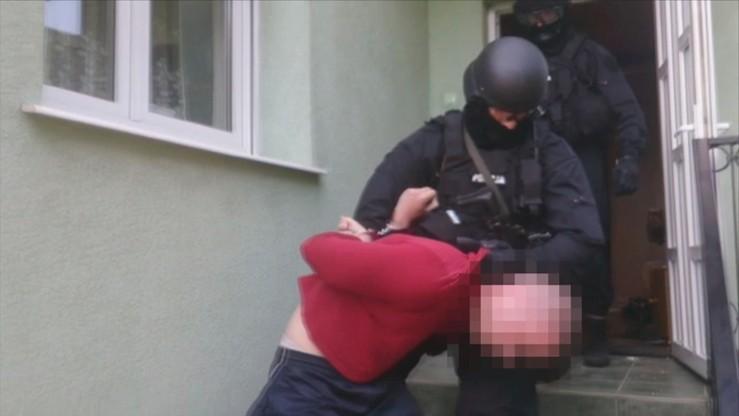"""22-latek z Wrocławia podejrzewany o podłożenie bomby """"zaskoczony zatrzymaniem"""" [FILM Z ZATRZYMANIA]"""