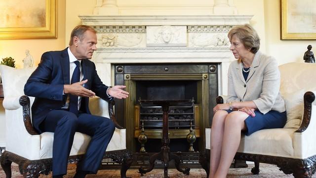 Tusk naciska na premier Wlk. Brytanii w sprawie rozpoczęcia rozmów o Brexicie