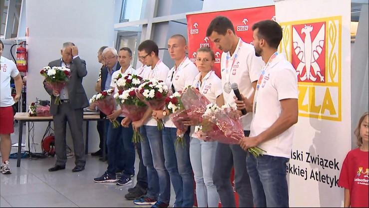 Medaliści z Amsterdamu przywitani na lotnisku. Gratulacje także od premier
