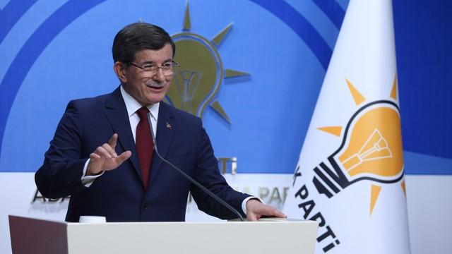 Premier Turcji ogłasza, że zrezygnuje ze stanowiska i z przewodniczenia partii. Pokłócił się z Erdoganem?
