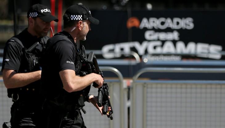 """Brytyjska policja: rozbita """"duża część"""" grupy związanej z zamachem"""