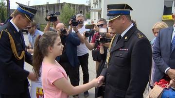 Ojciec chciał wysadzić butlę z gazem, 10-latka zadzwoniła po pomoc. Została nagrodzona