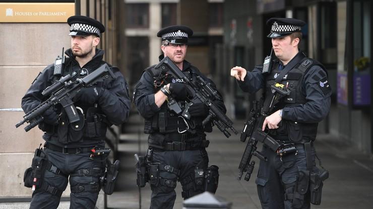 """Policja sprawdza podejrzany pakunek w centrum Londynu. Media mówią o """"kontrolowanej eksplozji"""""""