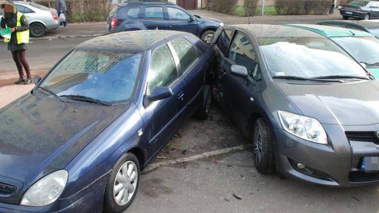 Uszkodzone samochody.