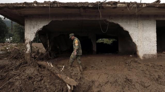 Meksyk: Do 45 wzrósł bilans ofiar śmiertelnych lawin błotnych