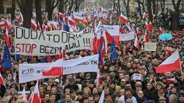 """13-12-2015 11:47 """"Najgorszy kryzys od czasów komunizmu"""". Zagraniczne media komentują marsz KOD"""