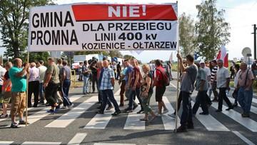 """19-08-2016 15:16 Utrudnienia na krajowej """"7"""" w miejscowości Pamiątka. Mieszkańcy blokują drogę"""