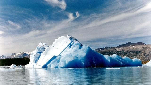 Biolog polarna: Oderwanie góry lodowej to szansa na ciekawe badania