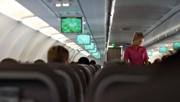 04-04-2016 14:30 Bunt stewardes Air France. Kazano im zakładać hidżab