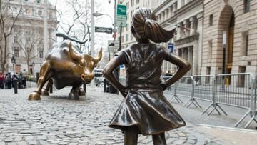 """13-04-2017 18:45 """"Nieustraszona dziewczynka"""" nie boi się byka. Ale boi się jej jego twórca"""